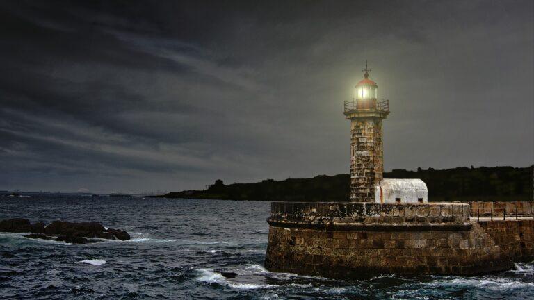 lighthouse 2028507 1280